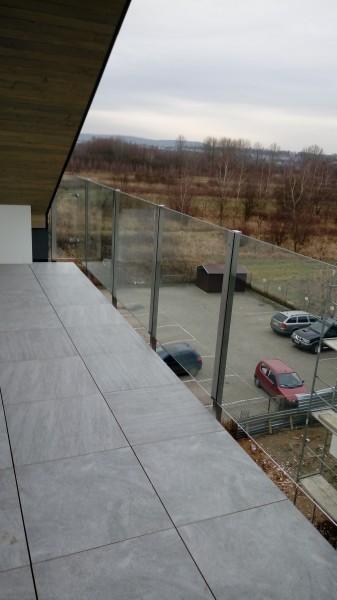 Szklana_balustrada